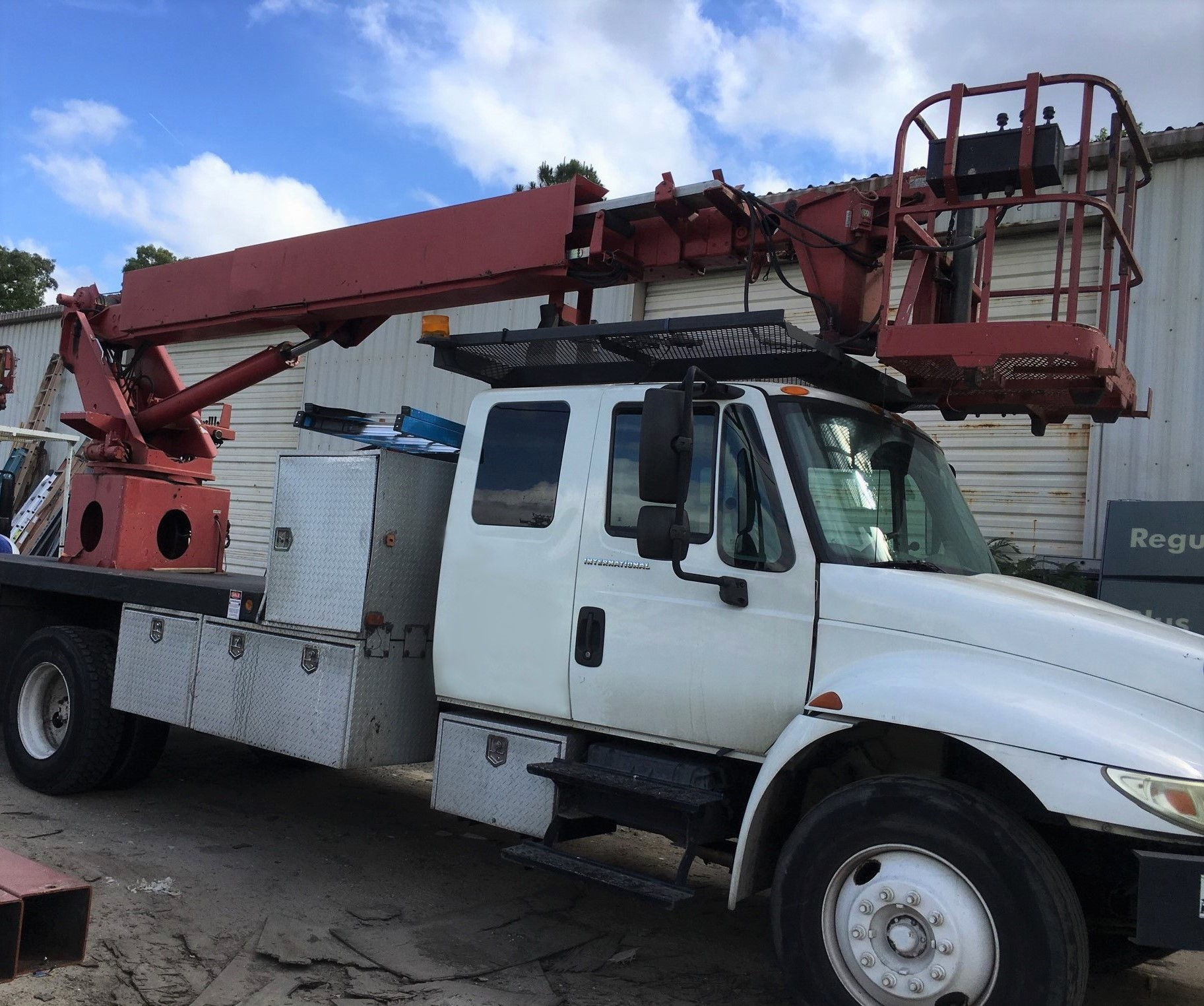 Have A 2002 International 4300 With A Dt 466 Several Electrical